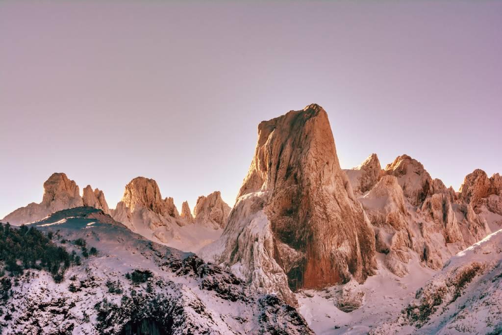 Pico Urriellu desde el pueblo de Asiego, Los Picos de Europa, Asturias, Ecoturismo