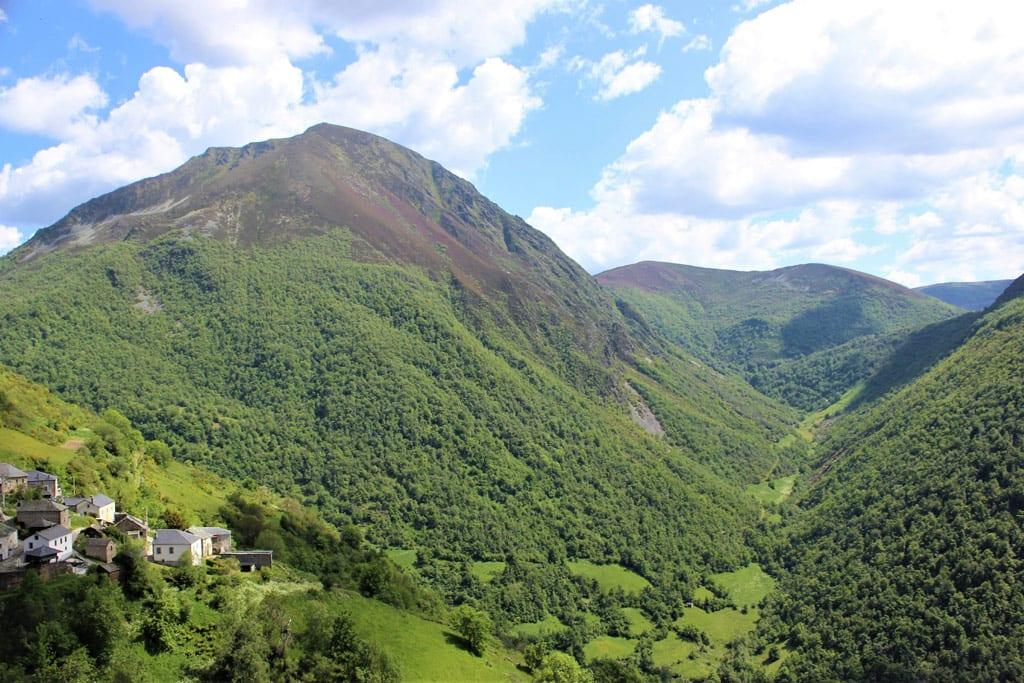 Coto de Arbas, paisaje rural y montañoso en la reserva de la Biosfera Fuentes del Narcea