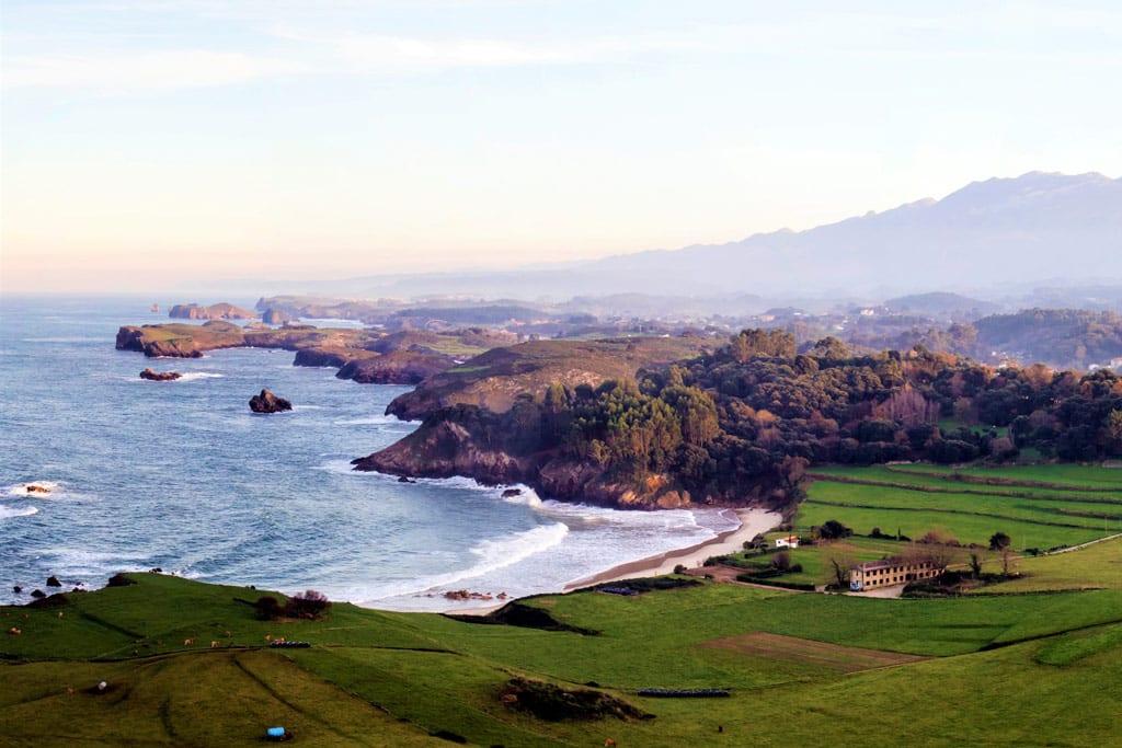 Con The Primitive Ways y la escapada El Camino del Indiano disfrutarás de la mejro gastronomia y el mejor entorno natural de la costa oriental asturiana