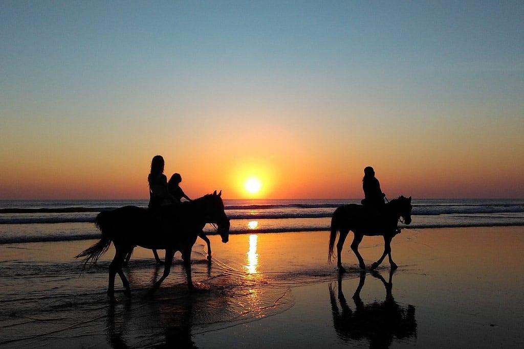 Camino del Indiano, rutas a caballo en el entorno de Llanes, Ribadesella, Caravia, Colunga y Villaviciosa