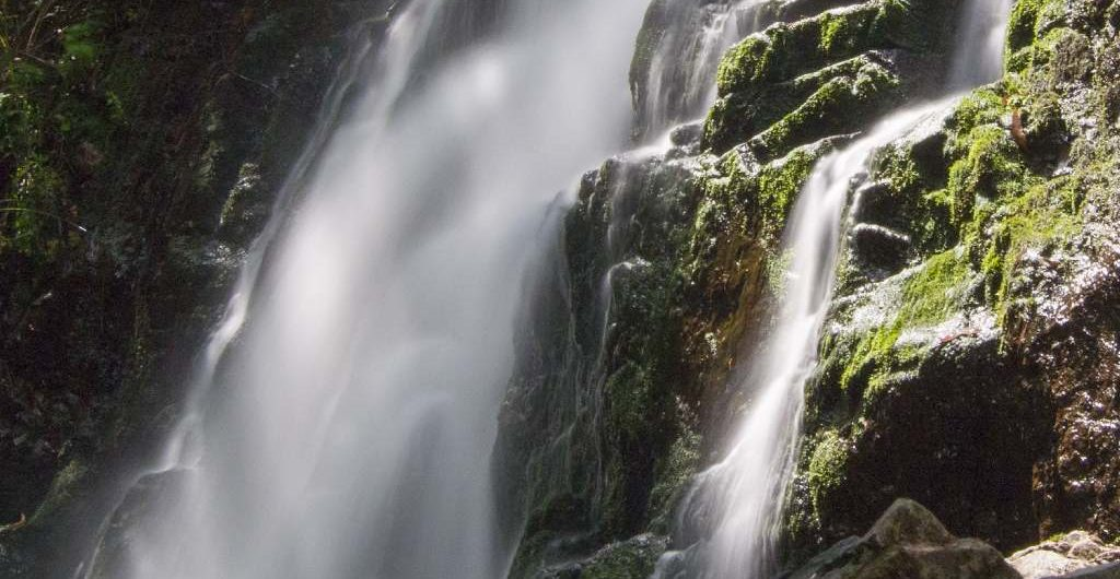 Foto de cascada en Asturias