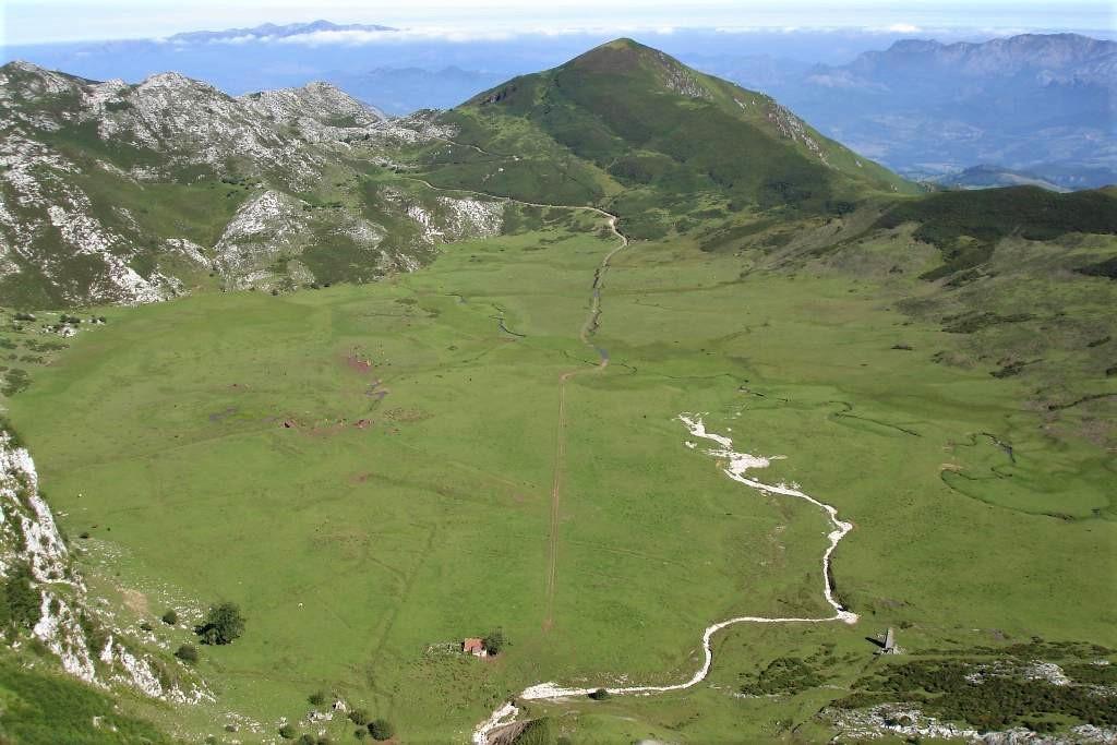 Polje de Comeya cerca de los Lagos de Covadonga