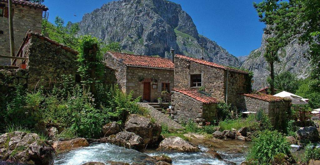 Pueblos de Bulnes en los Picos de Europa, Asturias.