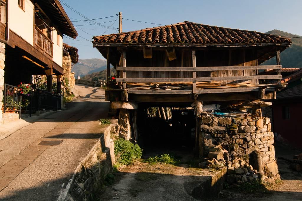 Pueblo de Caleao en el Parque Natural de Redes en Asturias.